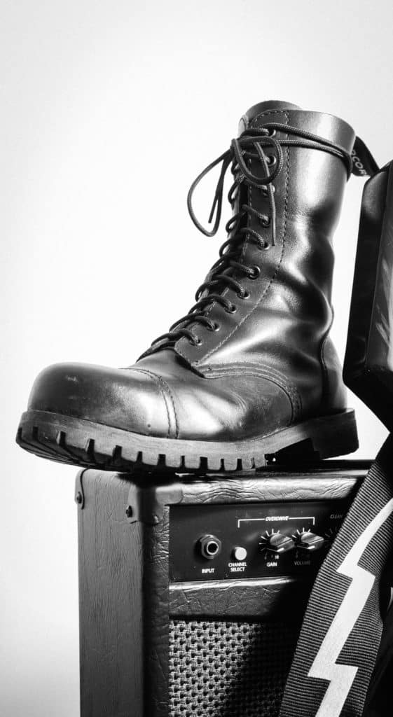 glany altercore bokehphotos.pl zdjęcia butów 16 561x1024 - Jak zrobić białe tło na zdjęciu