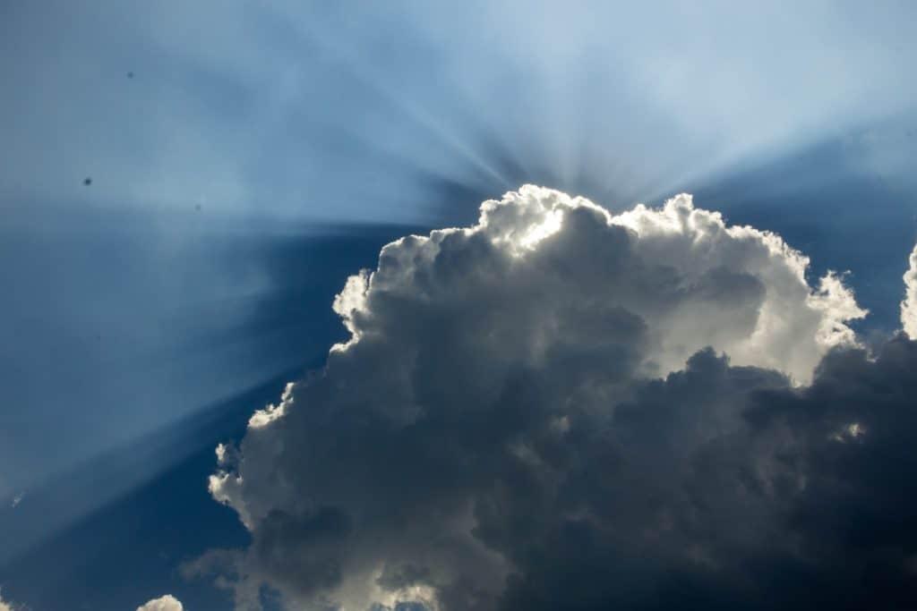 Polaryzator kołowy przykład fotografii nieba