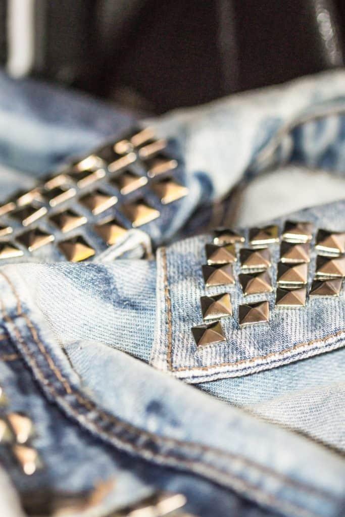Katana jeans denim DIY ćwieki 5 of 5 683x1024 - Wyzwanie fotograficzne fotografia produktowa