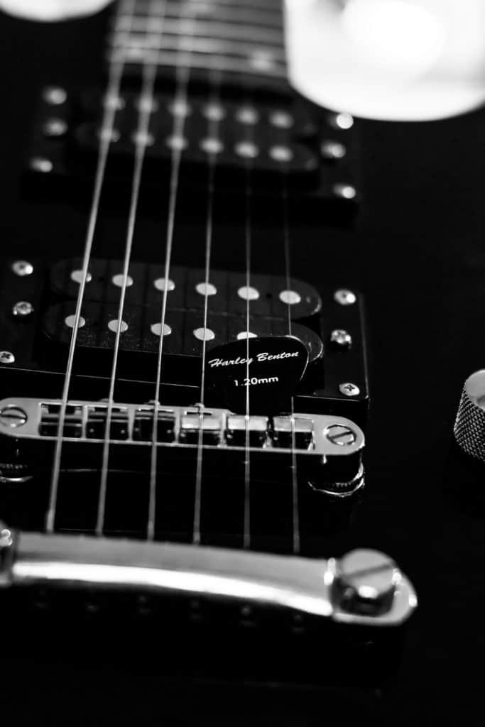 Foto wyzwanie fotografia produktowa dzień drugi kostki do gitary 1 3 683x1024 - Wyzwanie fotograficzne fotografia produktowa