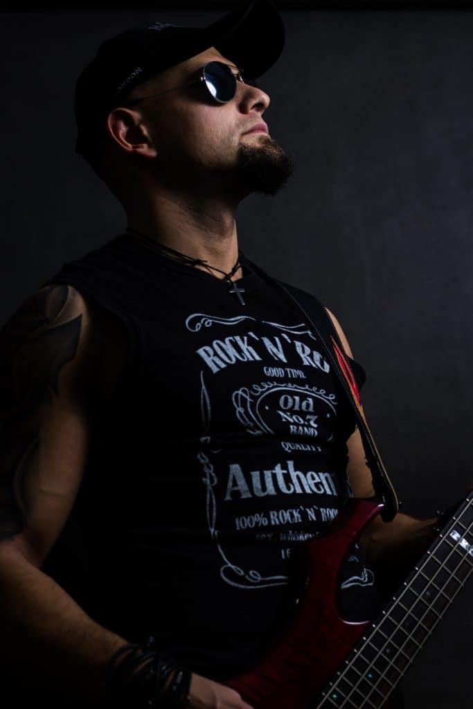 Mariusz sesja gwiazda rocka 57 1 683x1024 - Jak zrobić czarne zdjęcie czyli czarny portret