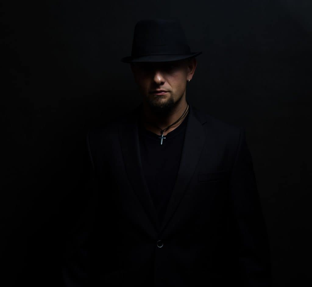 Mariusz sesja gwiazda rocka czarno biały portret.