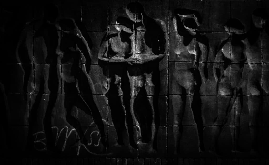 Wyzwanie fotograficzne fotografia uliczna Żabianka - płaskorzeźba