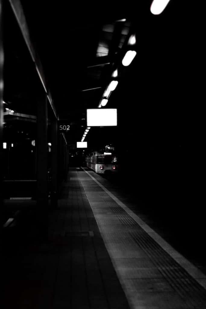 Fotografia uliczna skm linie prowadzące