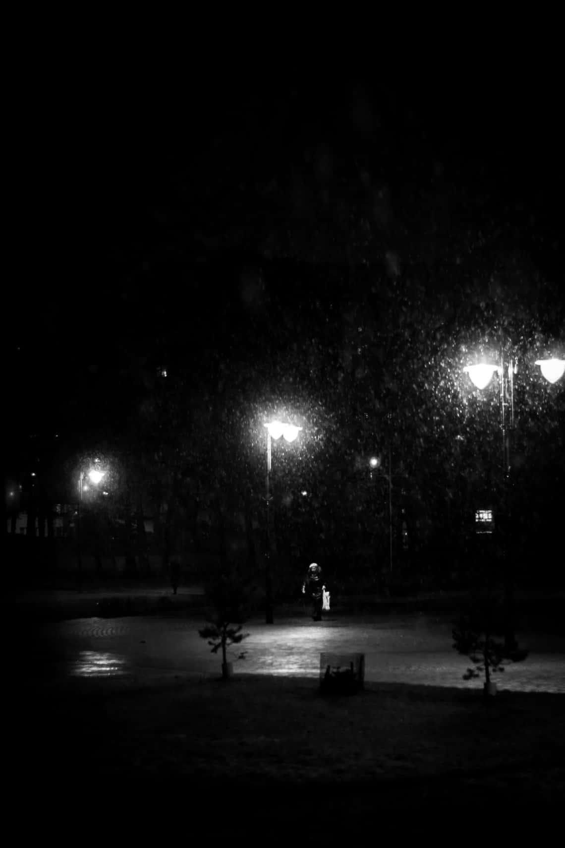 Fotografia uliczna - zakupy w deszczu