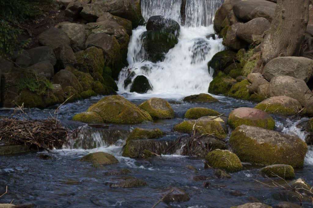 Długi czas naświetlania szybko płynąca woda 1 50 sekundy 1024x682 - Długi czas naświetlania zdjęcia - część II