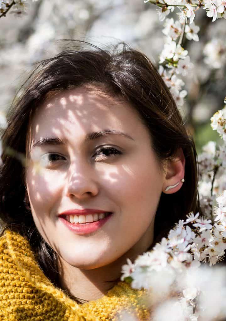 Wiosenny portret moda i kwiaty la Ell 21 720x1024 - Wiosenny portret z kwiatami