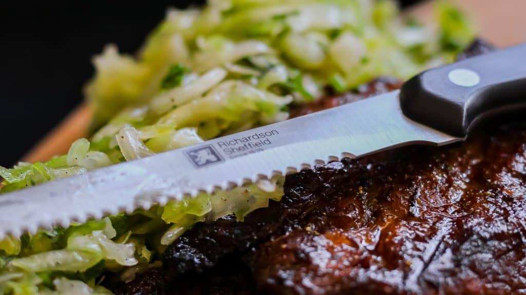 Fotografia produktu w aranżacji mięso stek i nóż do steku Richardson Sheffield-1