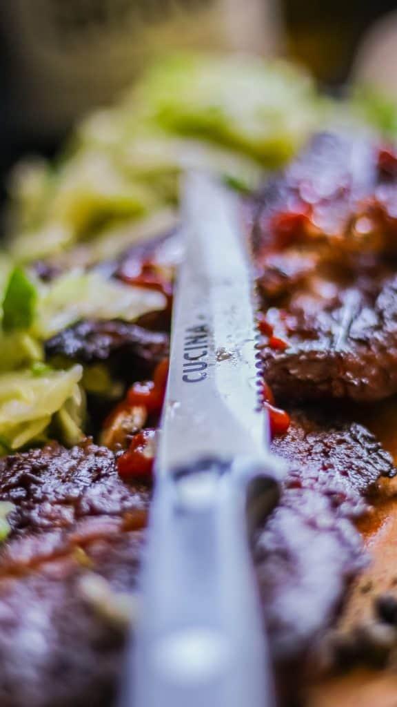Fotografia produktu w aranżacji mięso stek i nóż do steku Richardson Sheffield 11 576x1024 - Fotografia produktów w aranżacji