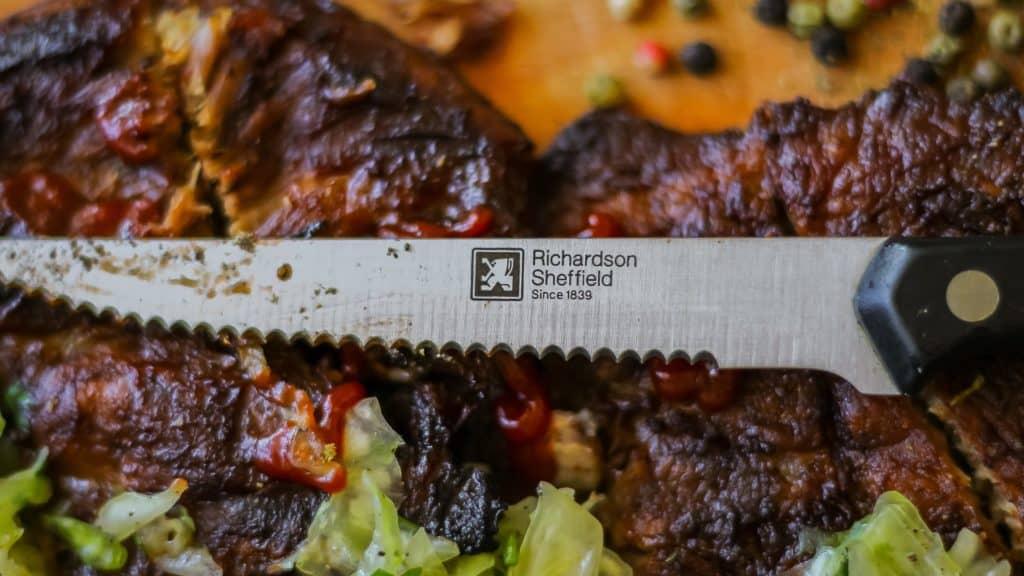 Fotografia produktu w aranżacji mięso stek i nóż do steku Richardson Sheffield-14