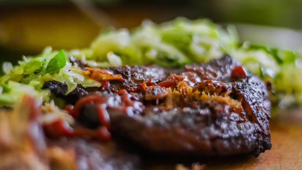 Fotografia produktu w aranżacji mięso stek i nóż do steku Richardson Sheffield 19 1024x576 - Fotografia produktów w aranżacji