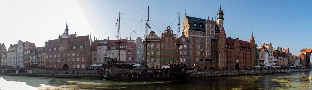 Fotografia miejska czyli fotografie Gdańska panorama Długiego Pobrzeża nad Motławą