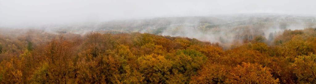 Krajobraz jesienny Kaszuby Koscierzyna jesień mgła wieżyca wieża widokowa duża panorama szeroki kąt 25 1024x274 - Krajobraz jesienny - Gdańska jesień