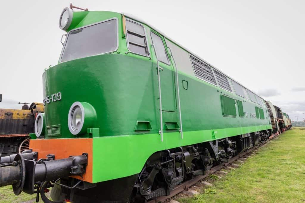 Muzeum kolejnictwa Kościerzyna i zdjęcia pociągów nowszy model zielonej lokomotywy 1024x683 - Muzeum kolejnictwa Kościerzyna