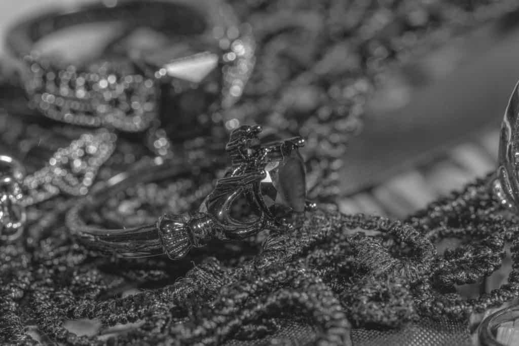 Czarna fotografia produktowa 8 1024x683 - Fotografia produktowa na czarnym tle
