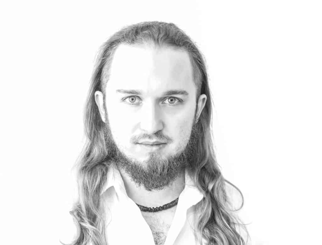 Biały portret Piotr Kowalski typ high key photography 5 1024x781 - Żarówka fotograficzna o barwie 5500K