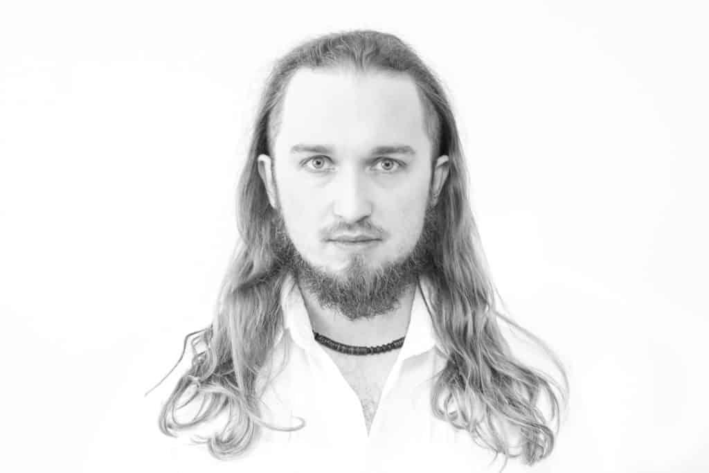 Biały portret Piotr Kowalski typ high key photography 7 1024x683 - Żarówka fotograficzna o barwie 5500K