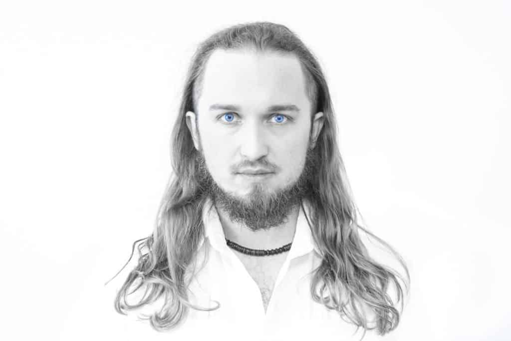Biały portret niebieskie oczy 1 1024x683 - Żarówka fotograficzna o barwie 5500K