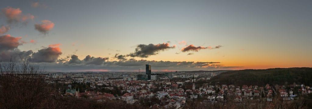 PRZED dodanie matowego efektu przez zmniejszenie kontrastu panorama Gdańska 1024x358 - Jak zrobić matowe zdjęcie