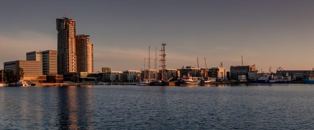 Zdjęcia o wschodzie słońca Gdynia Skwer Kościuszki Pomink Żagle 19 1024x425 - Emocje w fotografii czyli 12 sposobów na emocjonujące zdjęcia !
