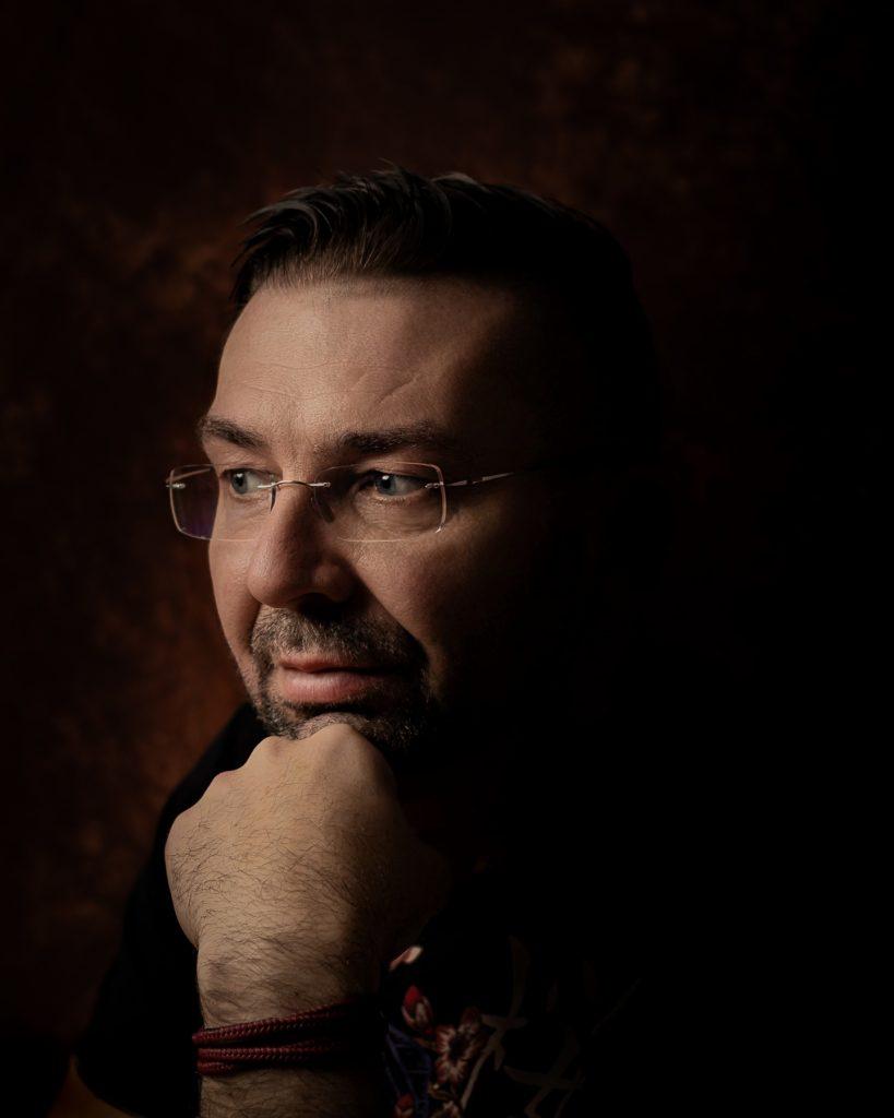 Pawel portret w stylu rembrandta 11 819x1024 - Emocje w fotografii czyli 12 sposobów na emocjonujące zdjęcia !