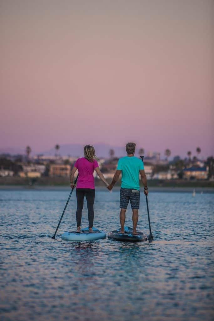 tower paddle boards 5TWXckjGApg unsplash 683x1024 - Fotograficzne walentynki 15 pomysłów na romantyczne zdjęcia !